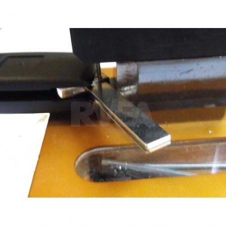 Dégoupilleur pour remplacer les lames de toutes clés pliantes